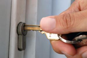 pictures-locksmith-wiliamsburg-open-door